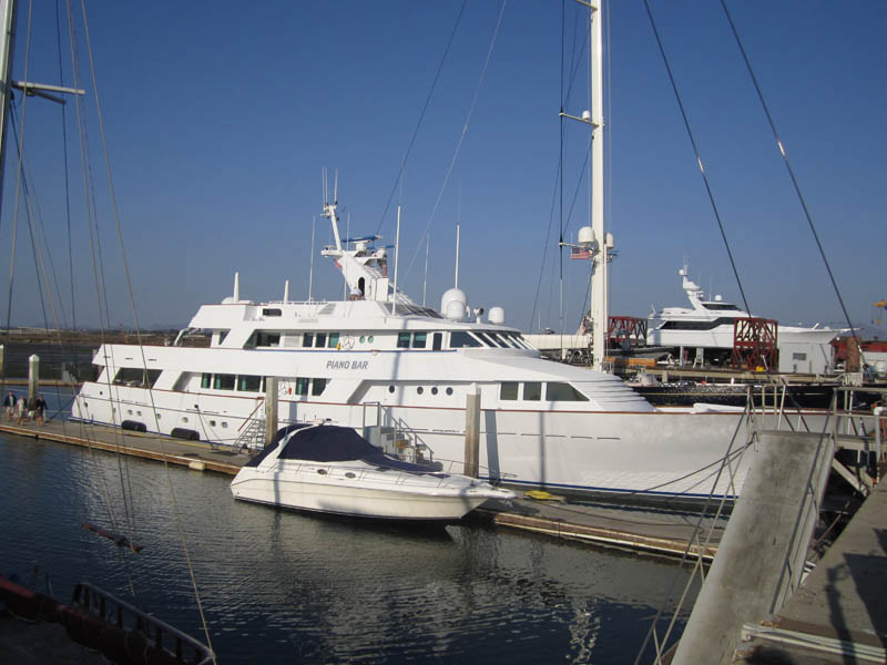 Yacht named 'M/Y Piano Bar'